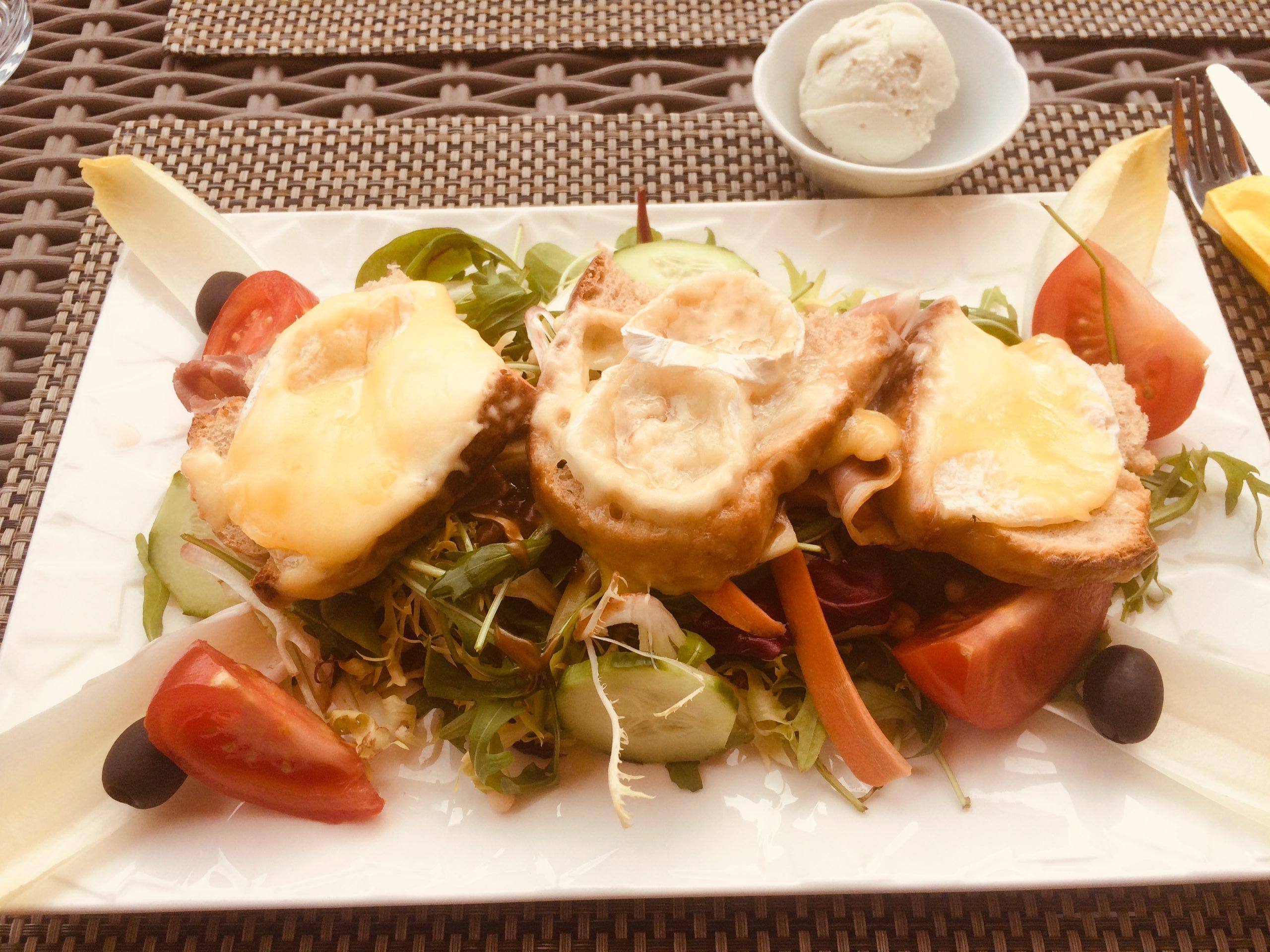 salade au restaurant plaisir glacé place massillon
